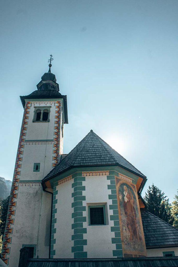 Iglesia cerca del lago Bohinj