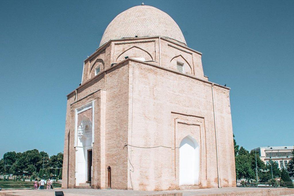 Mausoleo Rukhobod